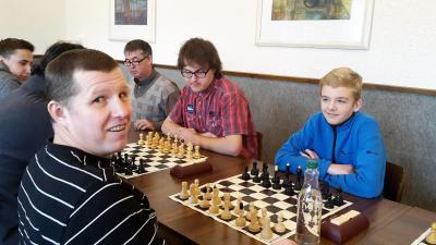 Ivan Randu versus Filip Matůš, v pozadí přihlíží David Trčálek :-)